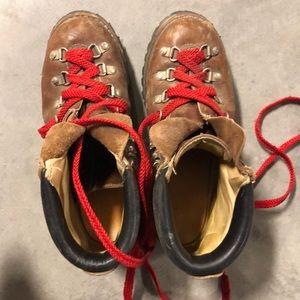 Vintage vibram hiking combat boots